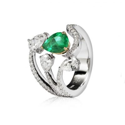 WHITE ROSE GOLD WHITE DIAMONDS EMERALD RING w.diamond : 0.49 ct fs white diamond : 1.25 ct gold : 8.63 g emerlad : 0.99 ct